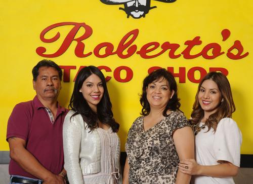 robertos-family-03