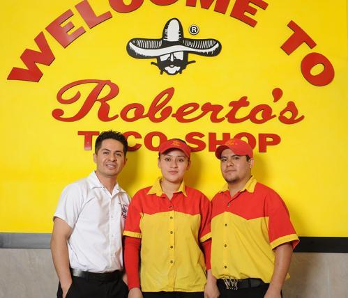 robertos-family-08