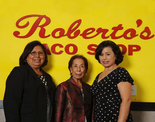 robertos-family-09