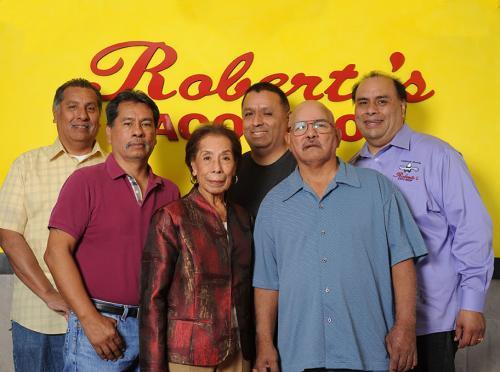 robertos-family-10